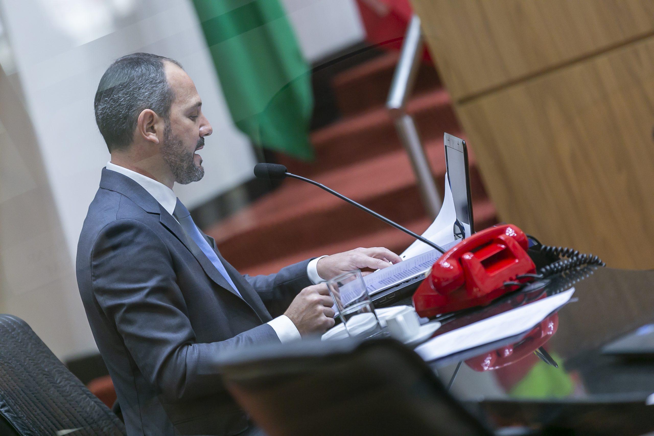 Pedido de impeachment do governador e da vice é lido em plenário