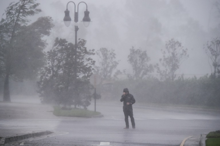 Zeta é rebaixado a tempestade tropical após tocar a terra no México