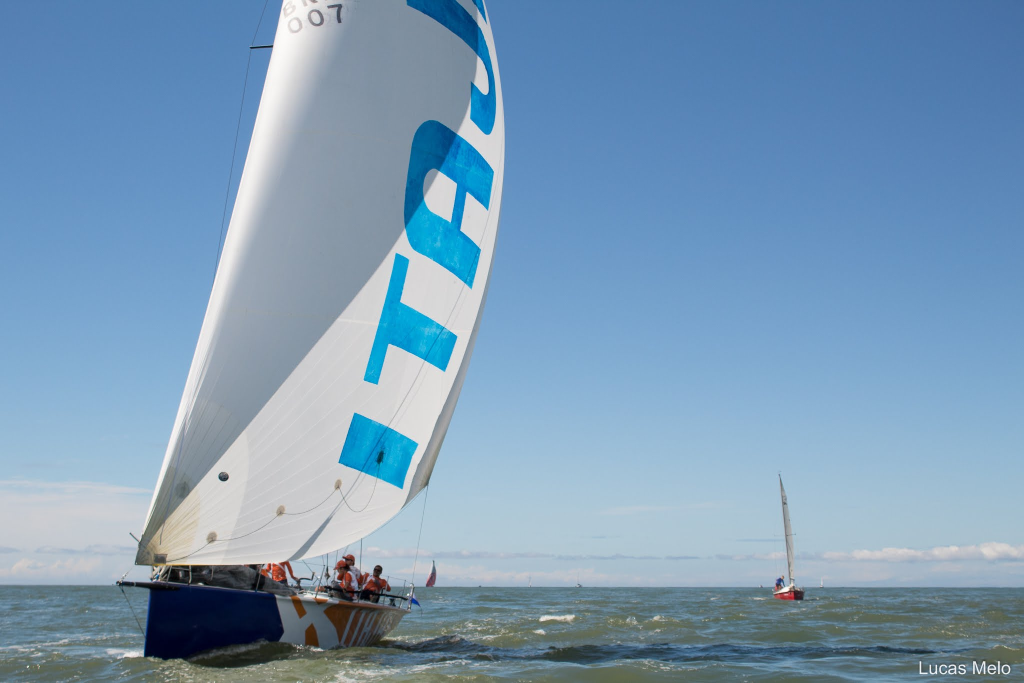 Barco do Itajaí Sailing Team parte rumo ao Rio de Janeiro para disputar o 51º Circuito Rio