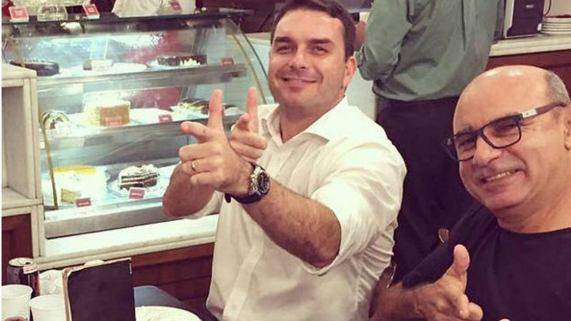 Promotoria denuncia Flávio Bolsonaro e Queiroz por organização criminosa: o que acontece agora?