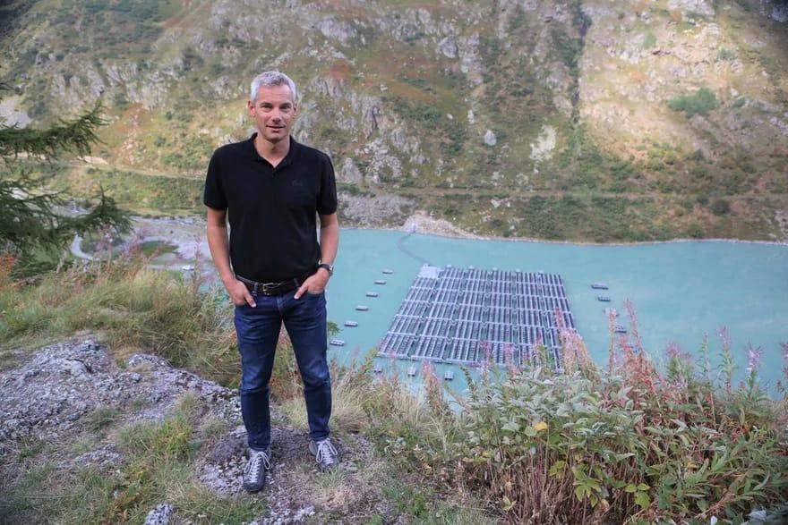 """Suíça recebe primeiro painel solar """"aquático"""" do mundo"""
