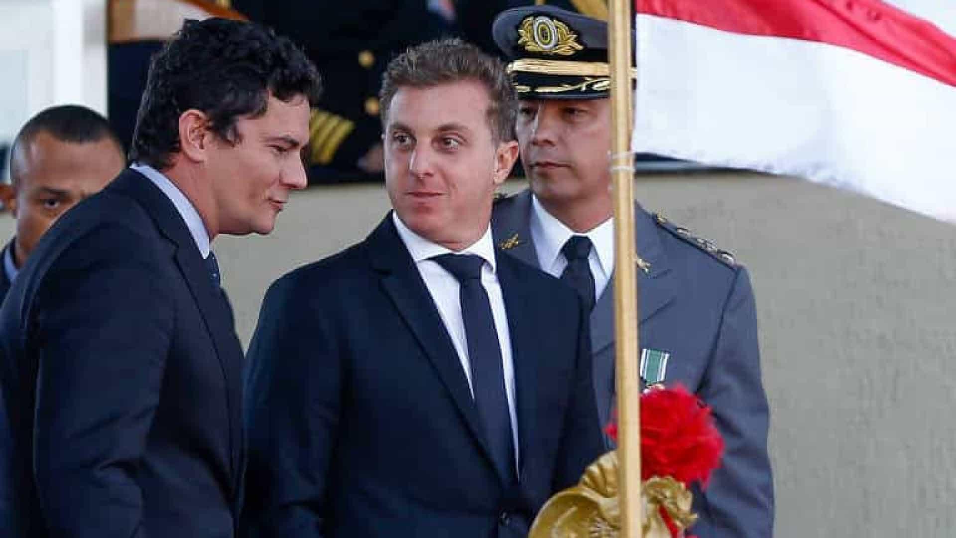Sergio Moro e Luciano Huck negociam aliança para eleição em 2022