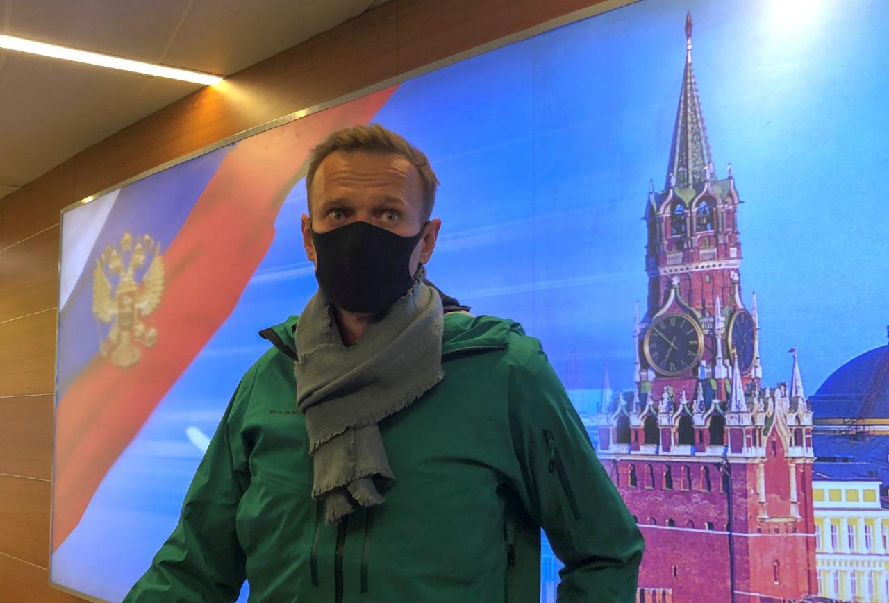 Crítico do governo, Navalny retorna à Rússia após envenenamento e é detido