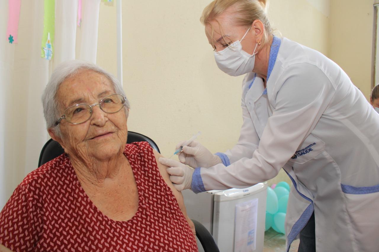 Itajaí começa a vacinar idosos em instituições de longa permanência