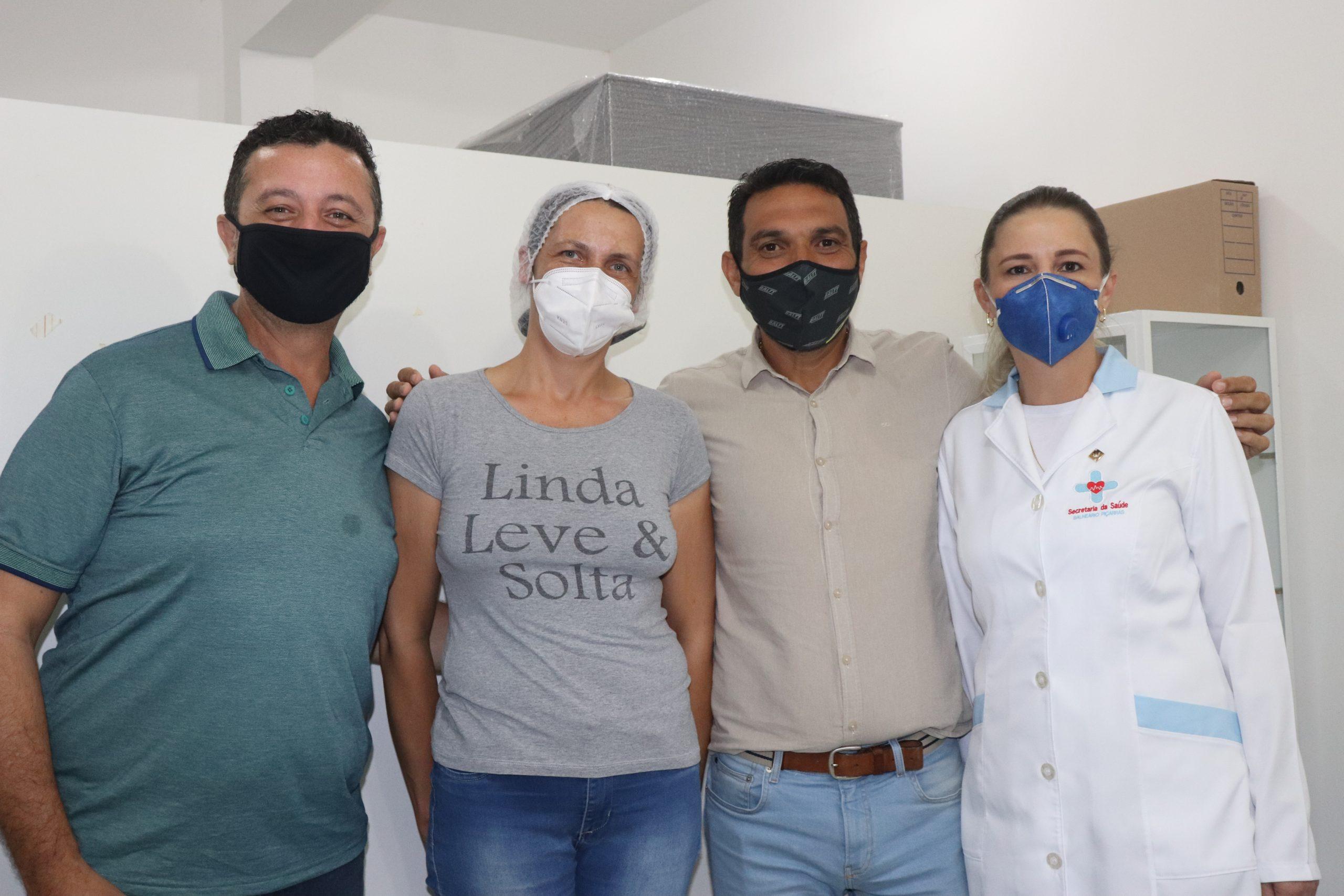 Técnica de enfermagem é a primeira vacinada contra a Covid em Balneário Piçarras
