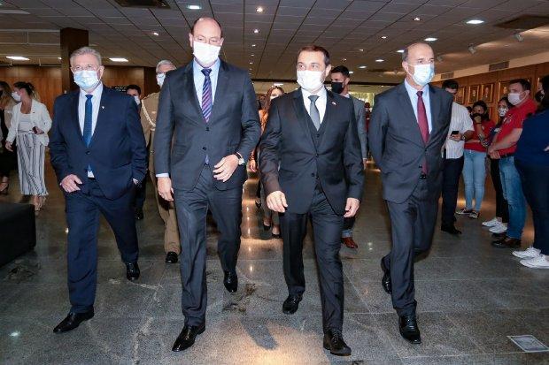 Em mensagem anual à Alesc, Carlos Moisés destaca desafios de 2020 e reforça parceria com o Legislativo