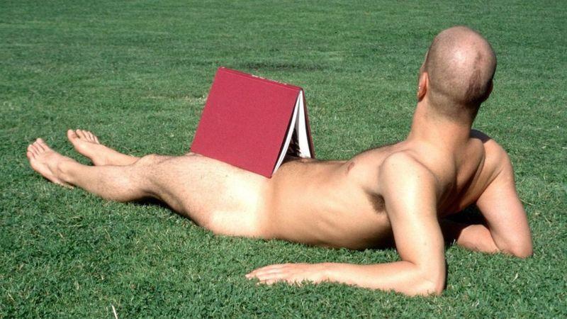 O país que adora a nudez pública