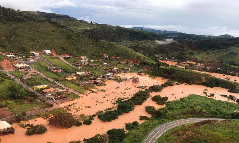 Chuvas provocam alagamentos e deslizamentos em cidade mineira