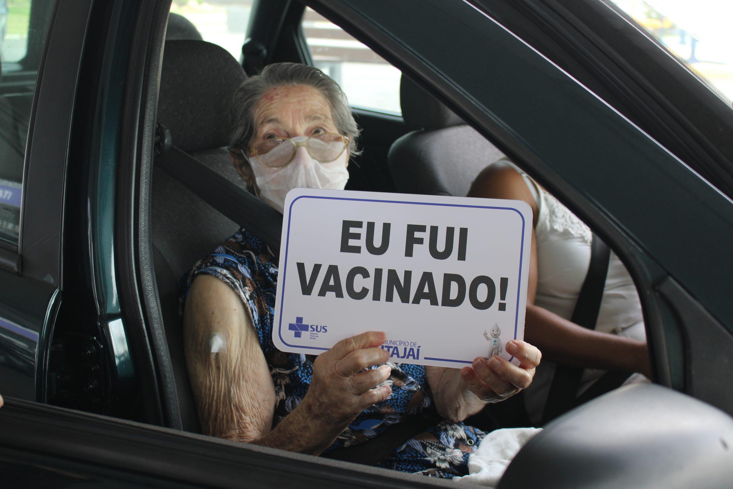 Começa a vacinação contra COVID-19 para idosos com 90 anos ou mais