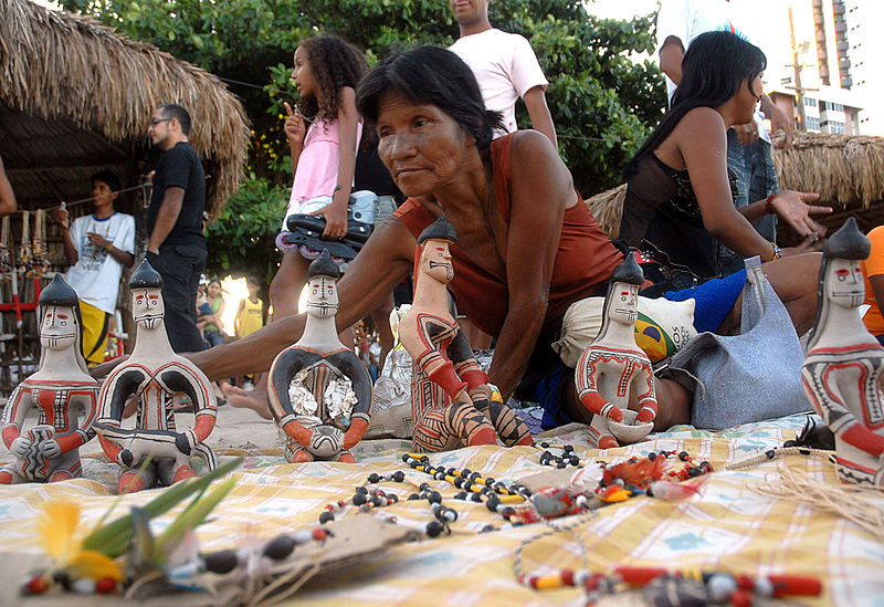 Florianópolis tem até quarta-feira para dar condições dignas de abrigo a indígenas no Tisac