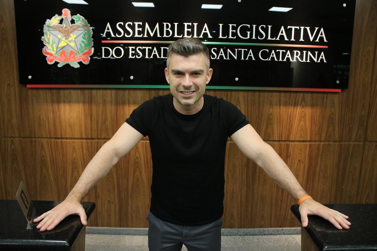 Deputado Bruno Souza lança Observatório da Volta às Aulas para acompanhar retorno escolar em todo o Estado