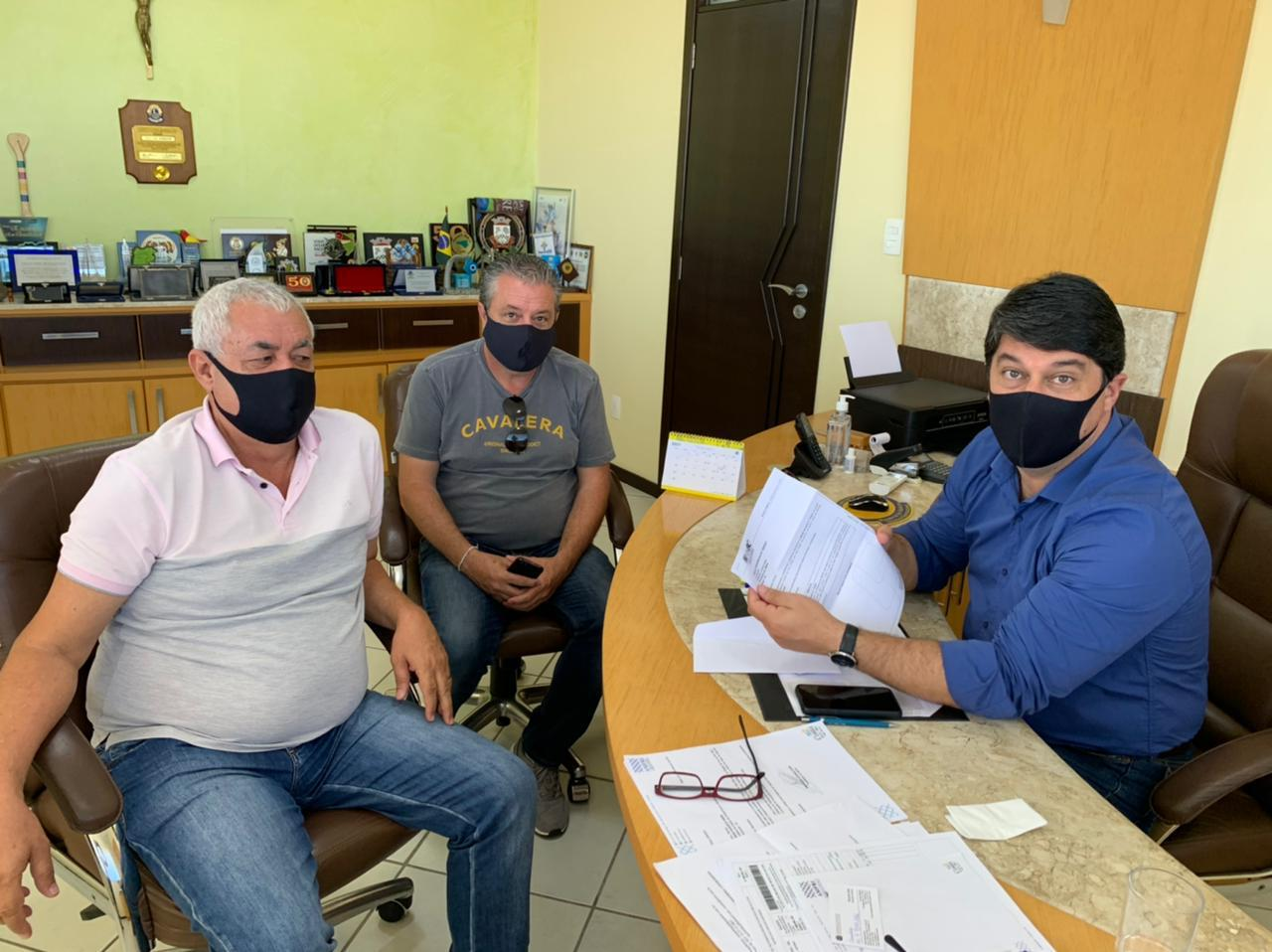 Vereador Arlindo Cruz em visita à Amfri solicitando abertura da nova ala do Hospital Marieta