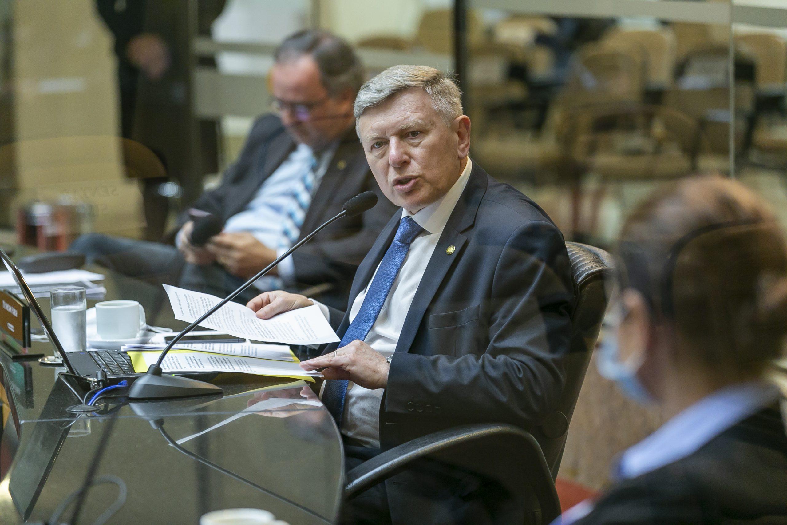 Deputado Milton Hobus assume presidência da CCJ