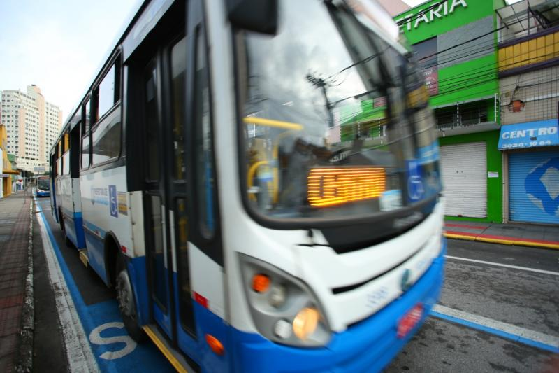 """Ônibus """"Diretinhos"""" voltam a circular na próxima segunda-feira: com volta às aulas, Prefeitura busca atender demanda de usuários estudantes da capital"""