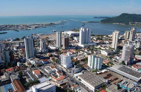Itajaí inicia 2021 com saldo positivo na oferta e geração de emprego