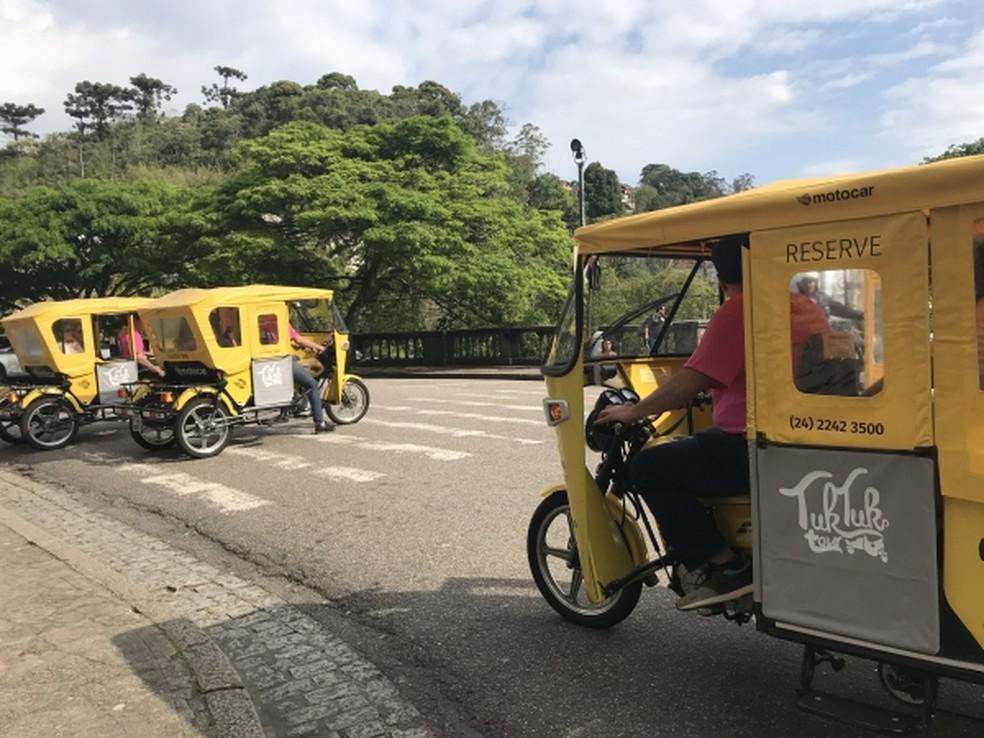 Petrópolis Adota Tuk-Tuk e Charrete Elétrica para Substituir Tração Animal