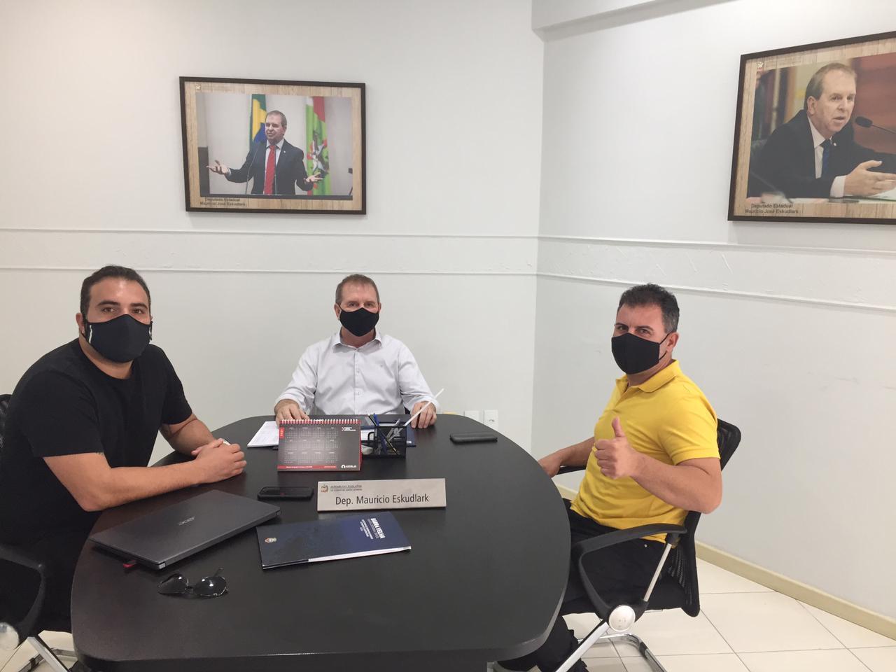 Estruturando Turismo: prefeito Douglas Elias da Costa  em reunião com deputado Maurício Eskudlark
