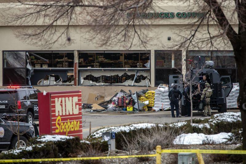 Atirador mata pelo menos seis pessoas em supermercado nos EUA