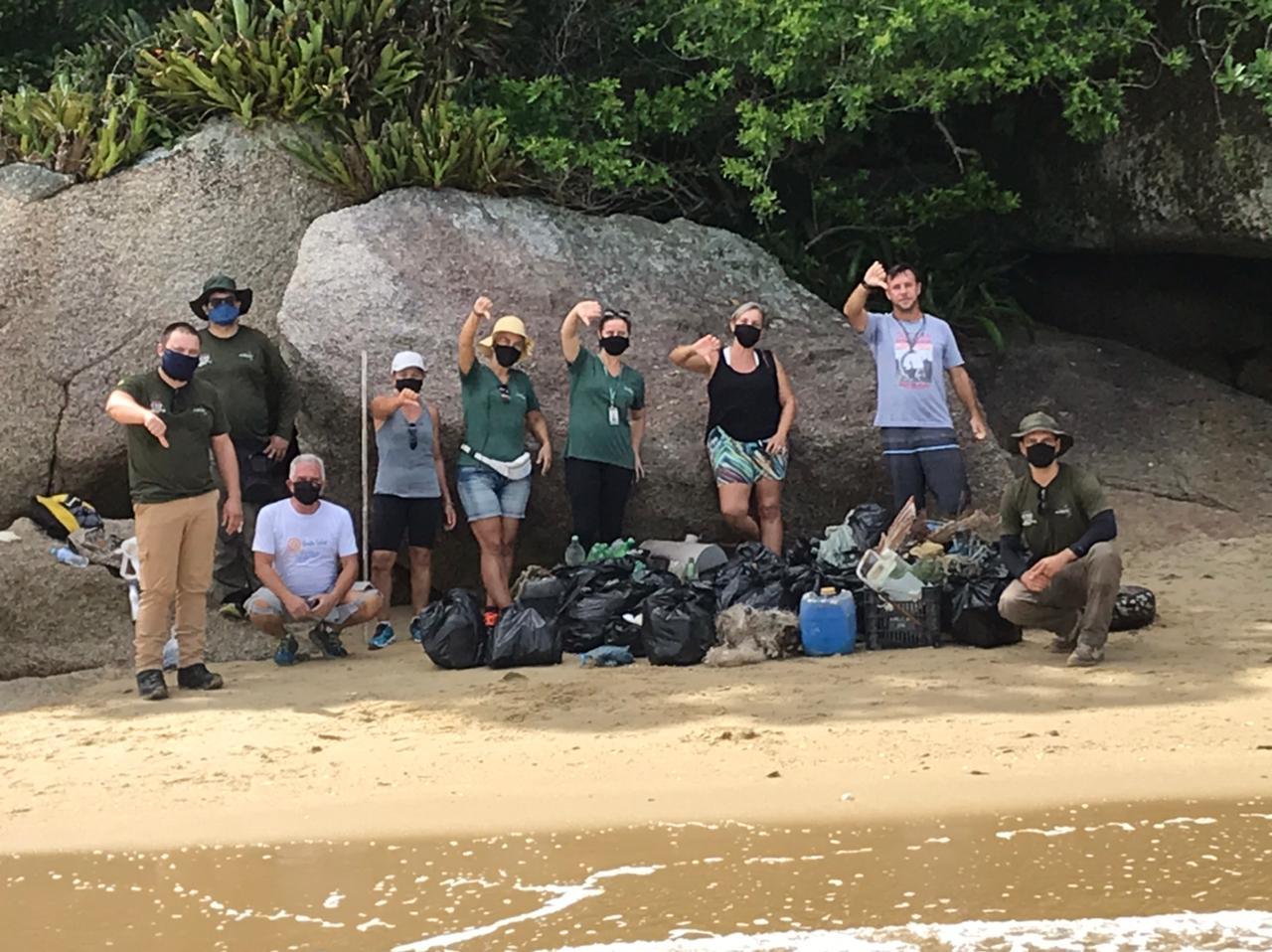 Mutirão de Limpeza na Trilha da Tainha e Praia da Aguada