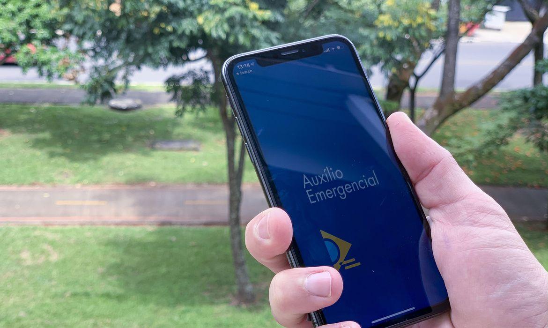 Auxílio emergencial pode ficar para abril, diz Guedes: benefício vai variar de R$ 150 a R$ 375