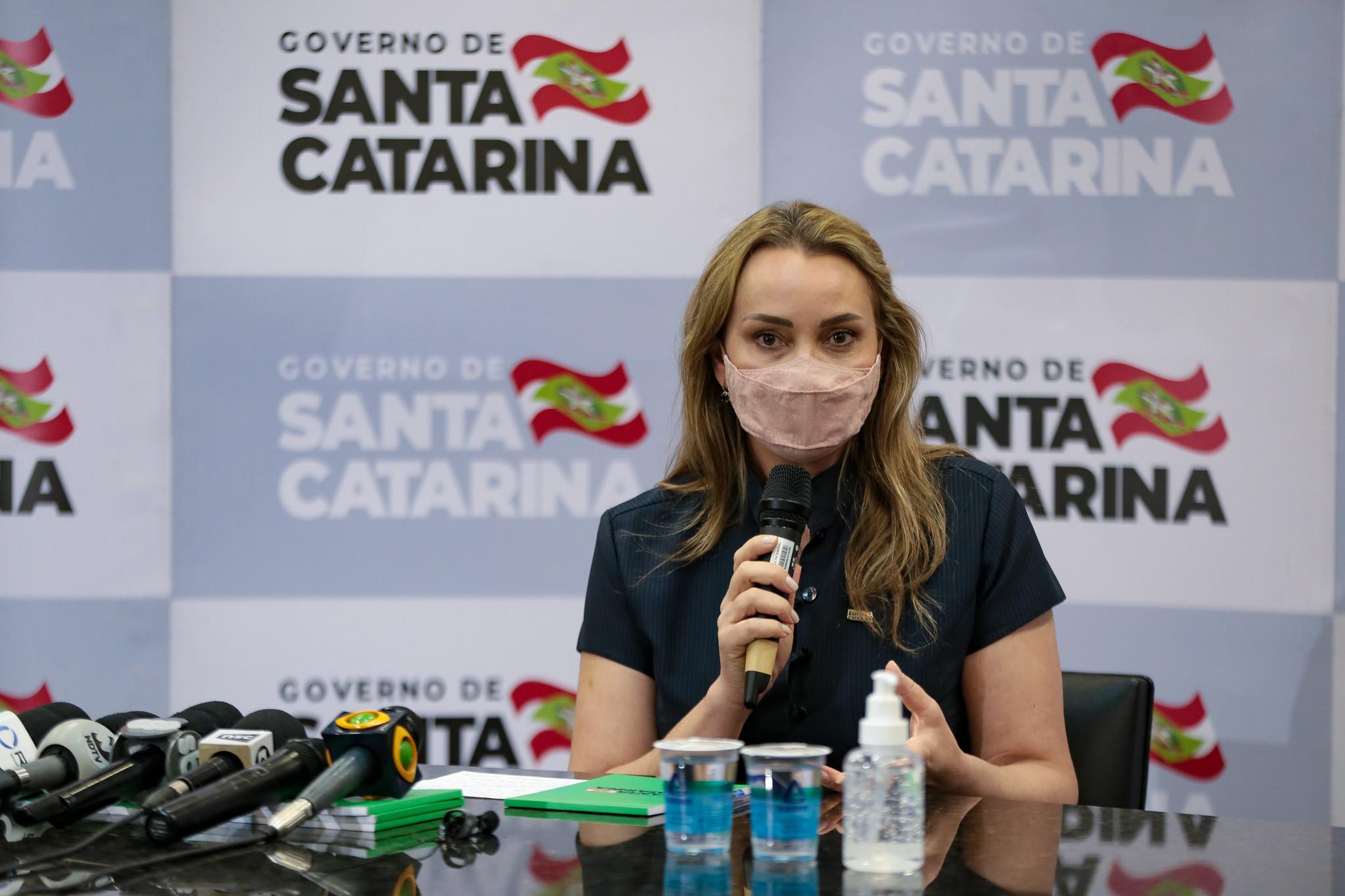 Governadora de Santa Catarina:  Daniela Reinehr clama por união e compromisso com a vida após tomar posse