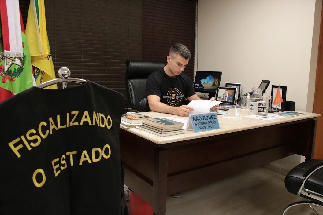 """Bruno Souza pede celeridade na apuração referente ao caso dos """"respiradores fantasmas"""""""
