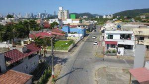 Secretaria de Obras de Camboriú inicia perfilamento asfáltico