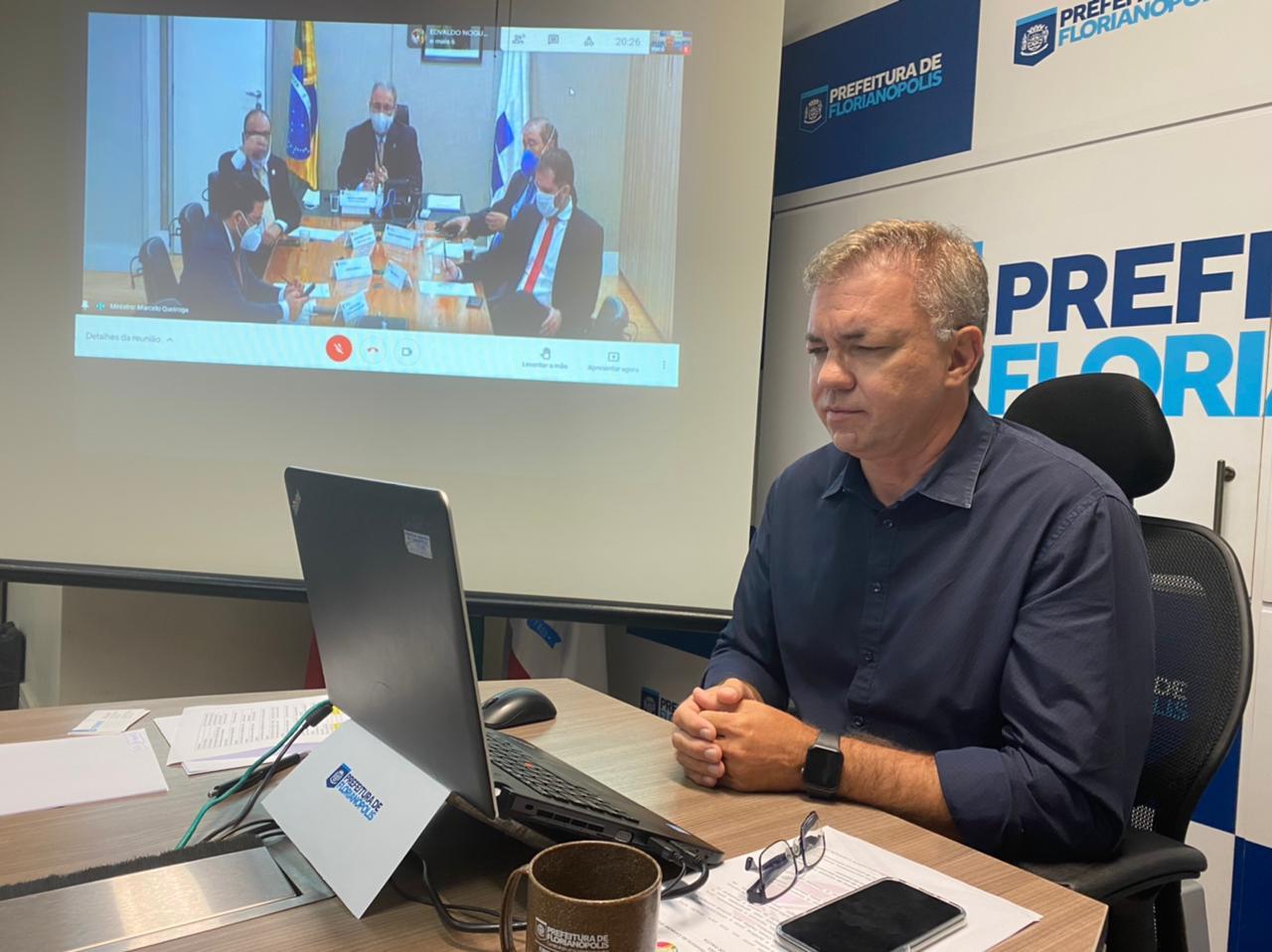 Prefeito de Florianópolis, Gean Loureiro, toma posse e comandará maior consórcio do Brasil para compra de vacinas da Covid-19