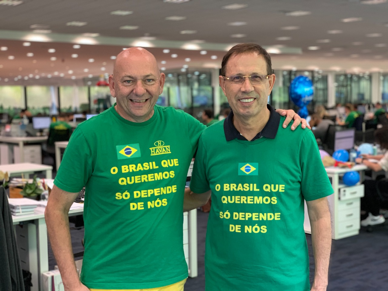 Luciano Hang e Carlos Wizard lançam abaixo-assinado para doação de vacinas aos trabalhadores brasileiros