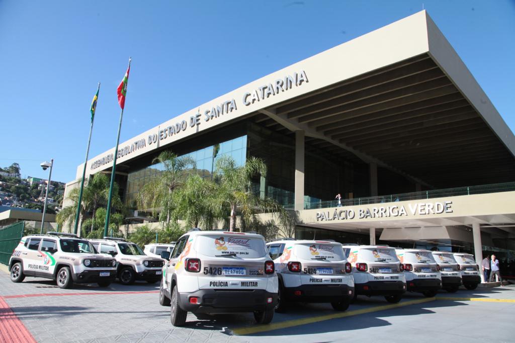 Emendas dos deputados garantem novas viaturas e armamentos para a PM catarinense