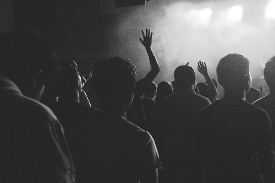 Família que sediou festa com 200 jovens em sítio é proibida de realizar novos eventos