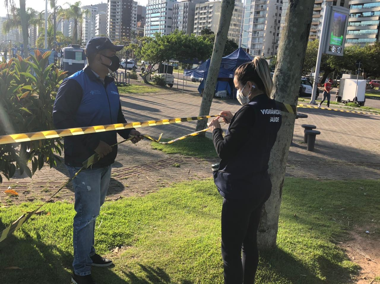 Lagartas na Beira-Mar Norte:  Prefeitura de Florianópolis amplia área isolada por infestação de lagartas