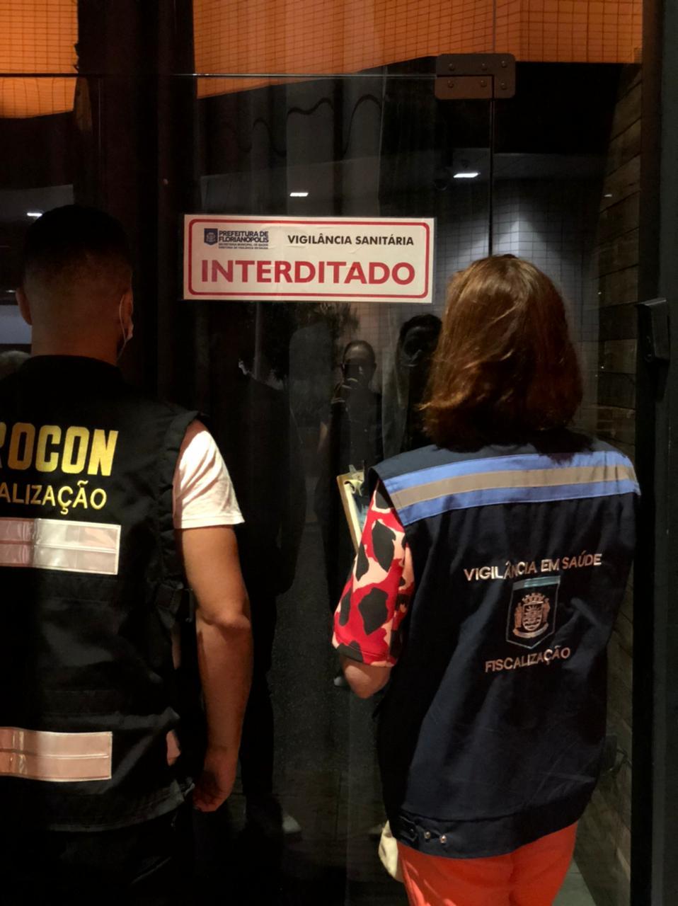 Ação contra à COVID-19: Prefeitura de Florianópolis interdita restaurantes, casa noturna no Centro, e multa dois bares neste sábado