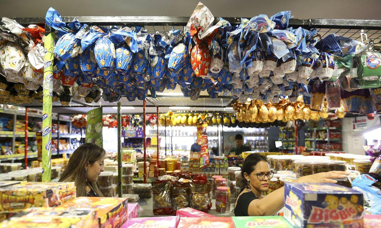 Pandemia afeta venda de chocolates, pescados e a hotelaria na Páscoa: celebração ocorre em meio às restrições para conter covid-19