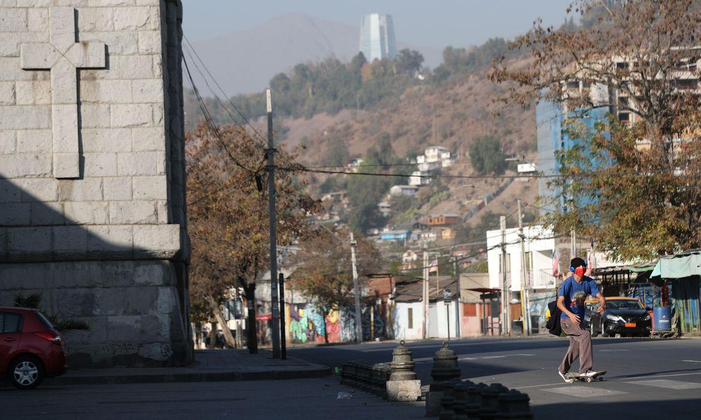 Chile mantém fronteiras fechadas, mas alivia lockdown em Santiago