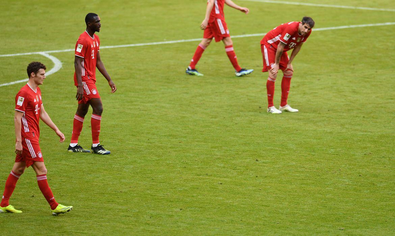 Líder Bayern perde e vê vantagem diminuir no Alemão