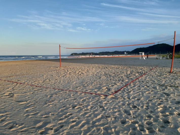 Esportes ao Ar Livre: Fundação de Esportes instala quadras esportivas na orla da praia