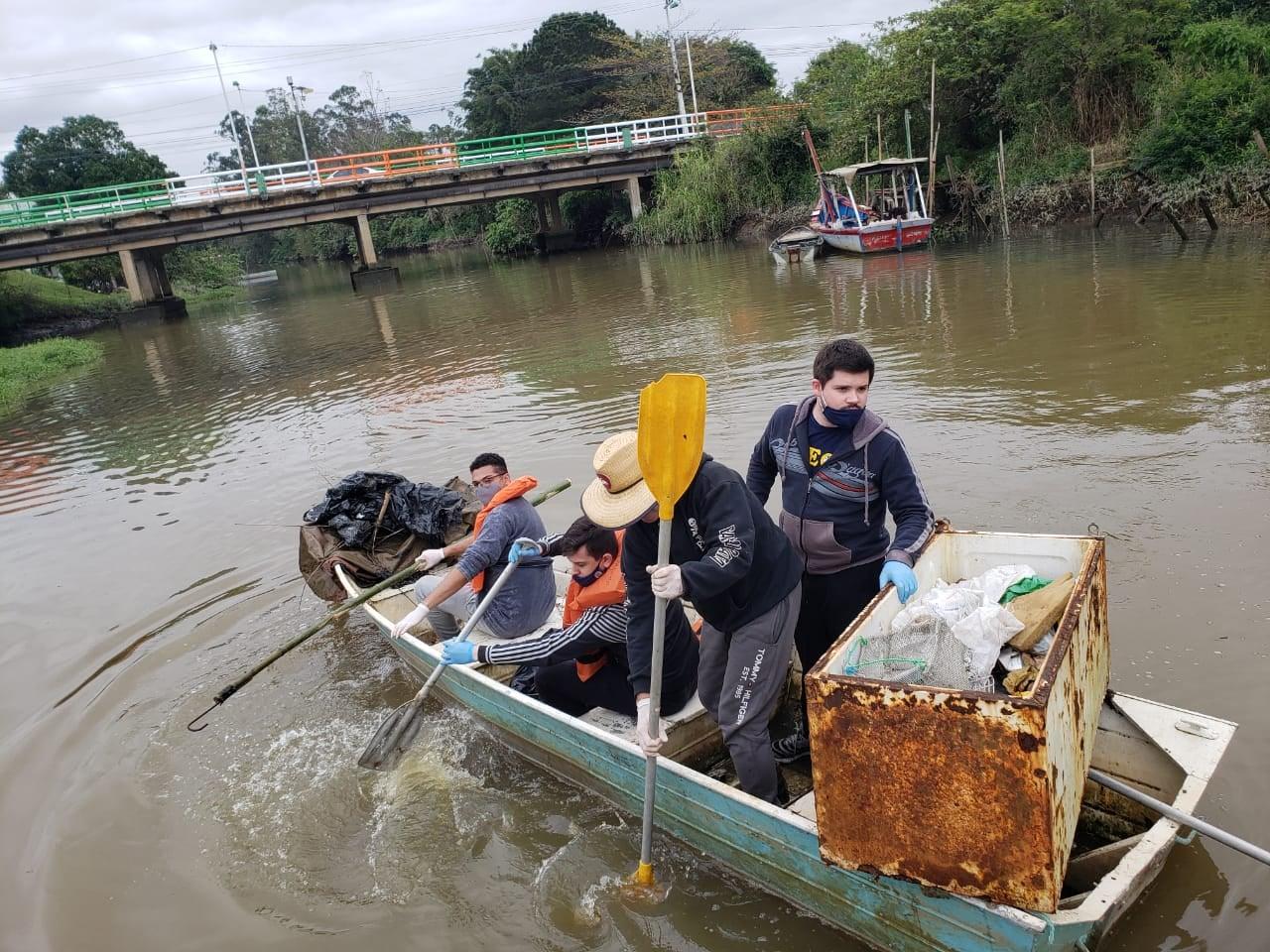 Salvando Rios: Sábado é dia de limpeza no Rio Camboriú