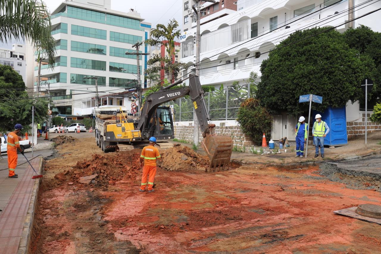 Asfaltaço abre nova frente de trabalho em rua do Centro: Operação da Prefeitura de Florianópolis atua em cinco vias contíguas da região
