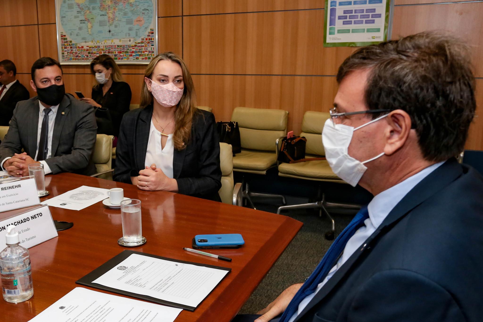 Ministro do Turismo confirma à governadora visita à Santa Catarina no mês de maio