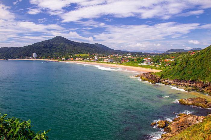 """Bombinhas """"Mais Saneada"""": Fazer turismo em um destino despoluído e sem riscos à saúde significa uma viagem mais tranquila e segura para toda a família"""