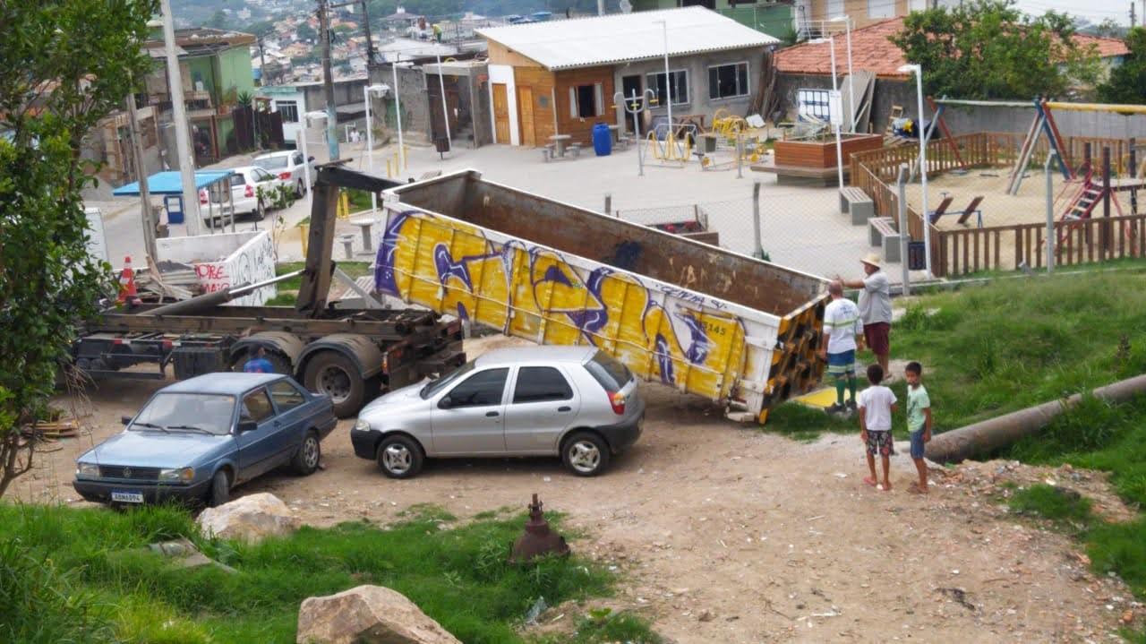 Floripa Sustentável: Prefeitura dispõe caixas para volumosos em comunidades