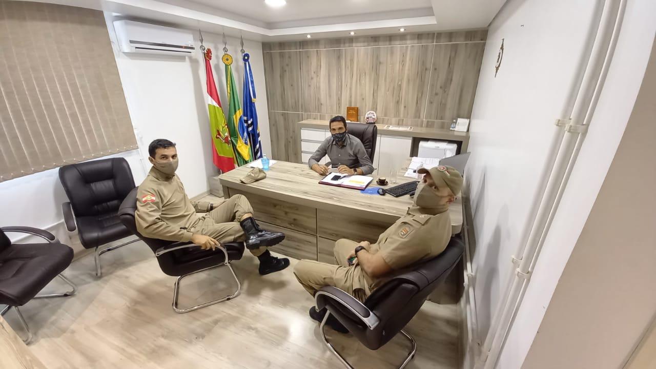 Segurança Pública: Prefeito Tiago Baltt recebe comando regional da Polícia Militar