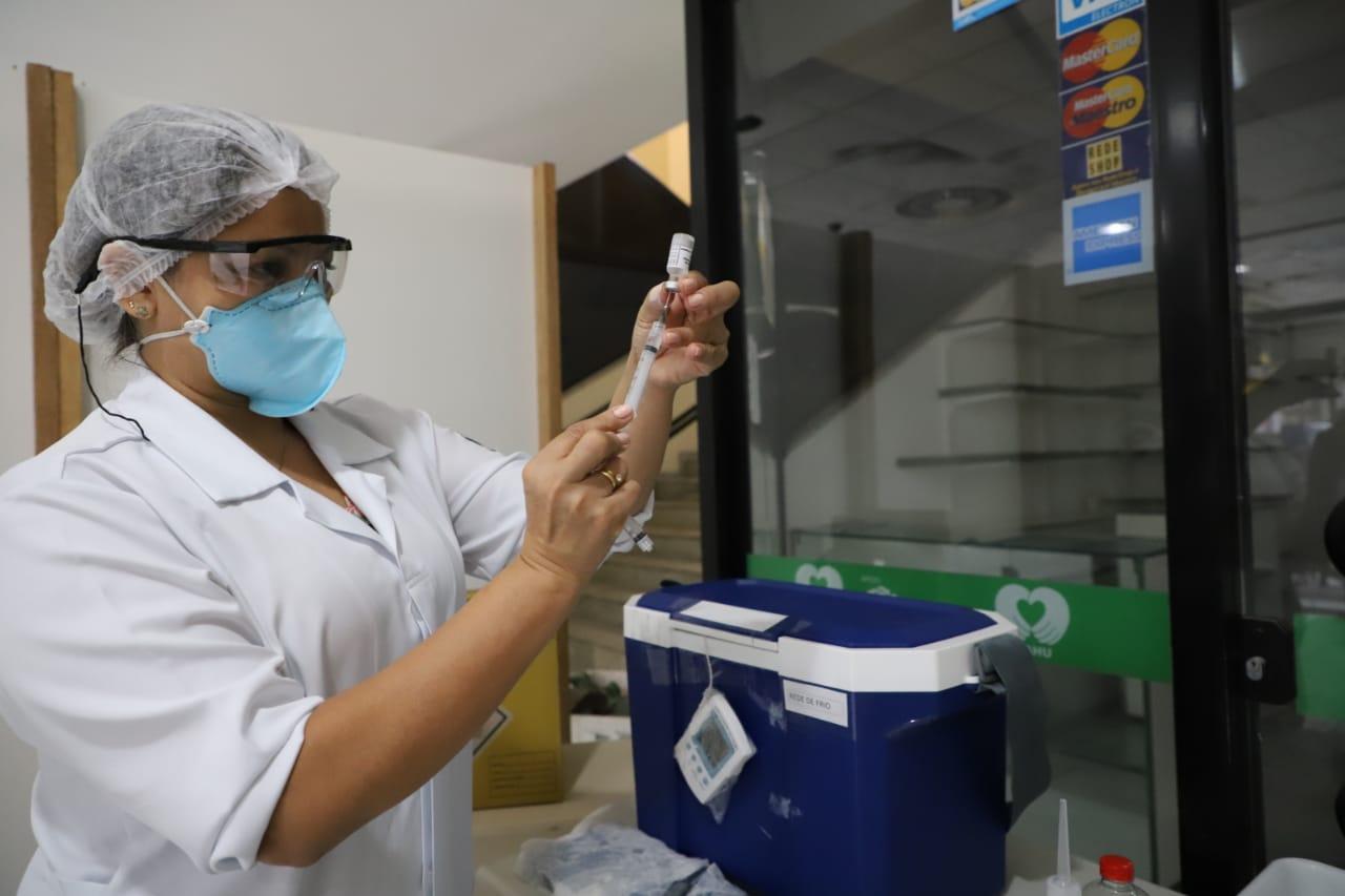 Vacina Floripa: Prefeitura de Florianópolis vai vacinar pessoas de 64 anos nesta terça-feira