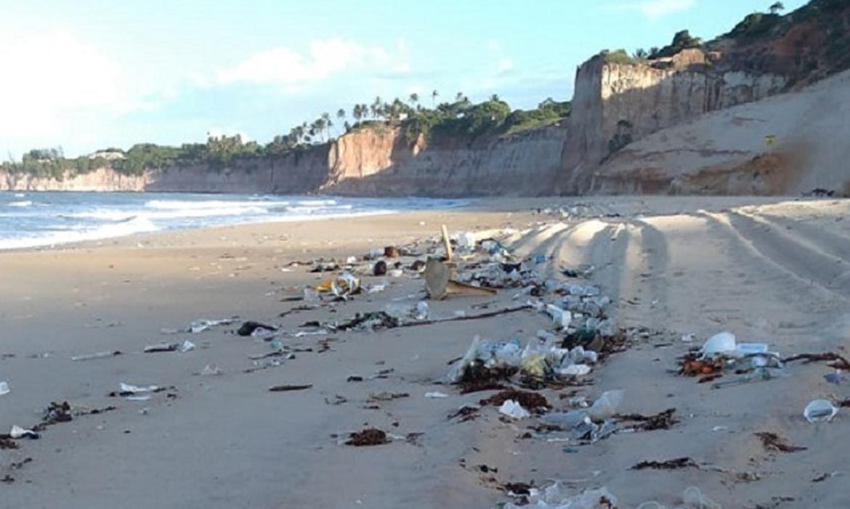 Situação GRAVE: Toneladas de lixo urbano são encontradas em praias do RN