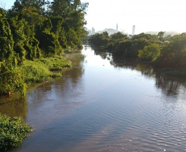 Fiscalização na qualidade das águas dos rios em SC: Rio Itajaí apresentou o maior dado negativo, devido aumento do percentual de coliformes