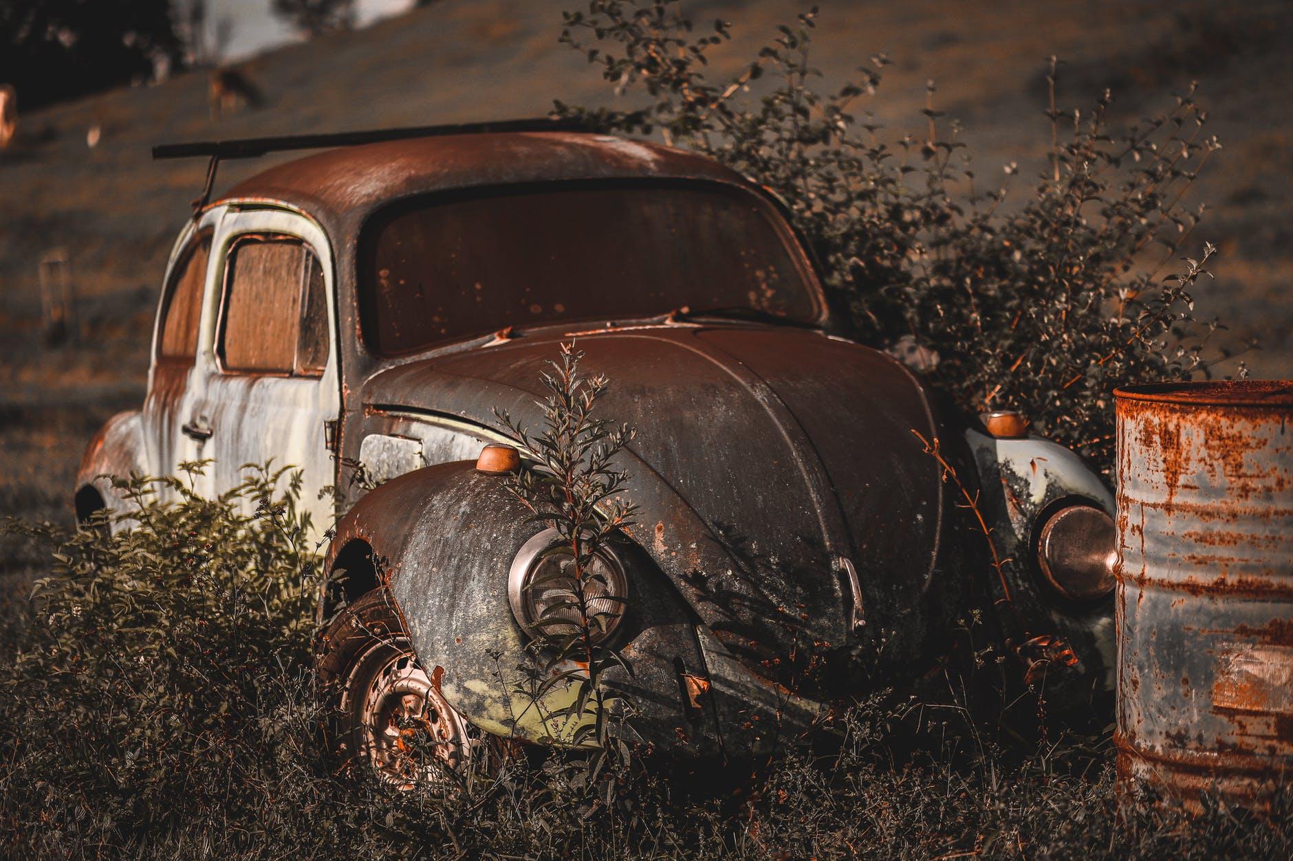 Queremos SABER: Vereador pede informações sobre recolhimento de veículos abandonados em vias públicas