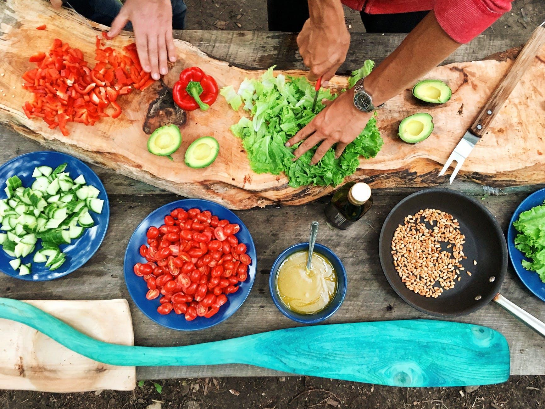 """Fome Mata: """"Restaurante Solidário"""", projeto mobiliza os restaurantes a destinarem os alimentos excedentes para as associações que são engajadas no combate à fome"""