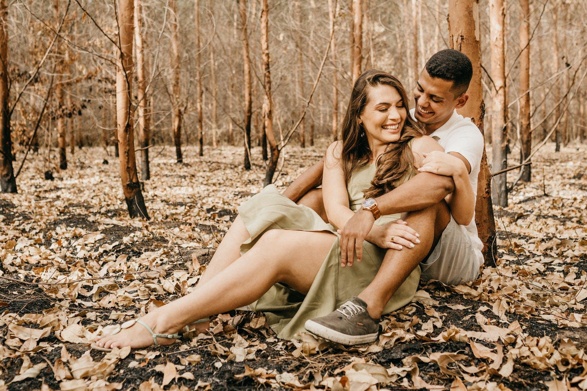 O AMOR torna as pessoas realmente mais felizes? Entenda a relação entre amor e felicidade