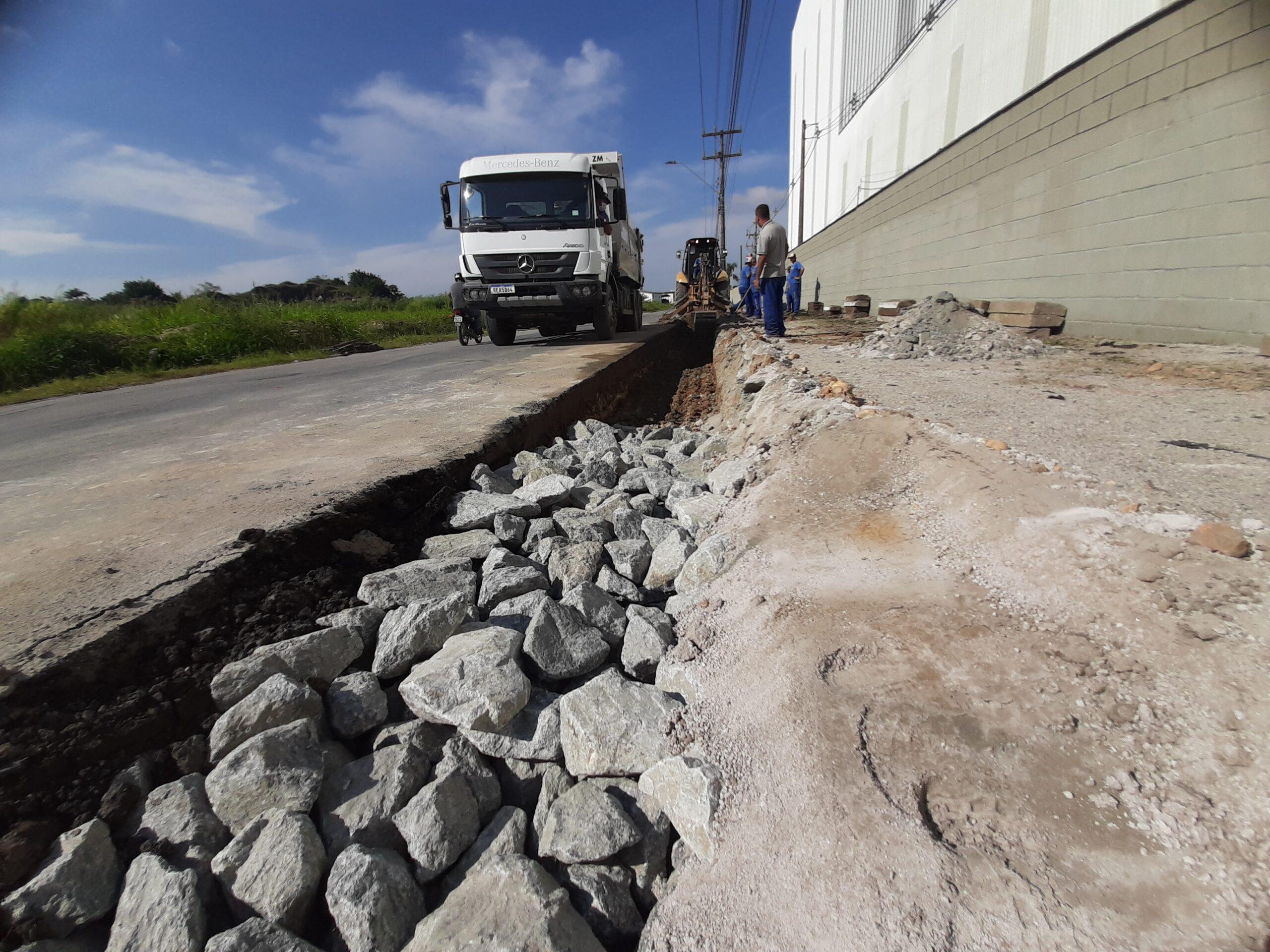 Obras em Itajaí: alargamento de pista no Cordeiros facilitará acesso às marginais da BR-101
